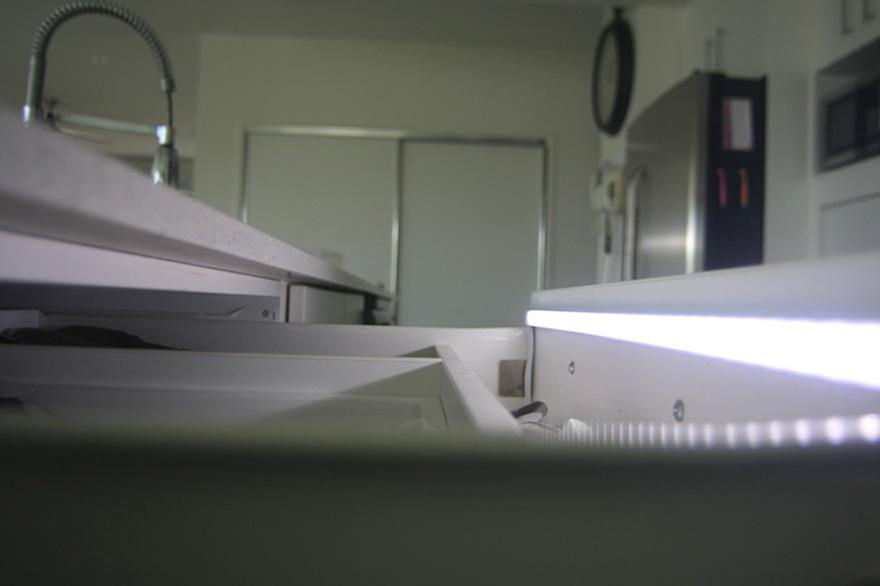 Deze LED strips en spots zijn Special voor de keuken, voor onder de ...